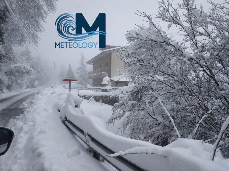 """Απριλιάτικος χιονιάς στην Θεσσαλονίκη- """" θάφτηκαν"""" τα προάστια - φωτό"""