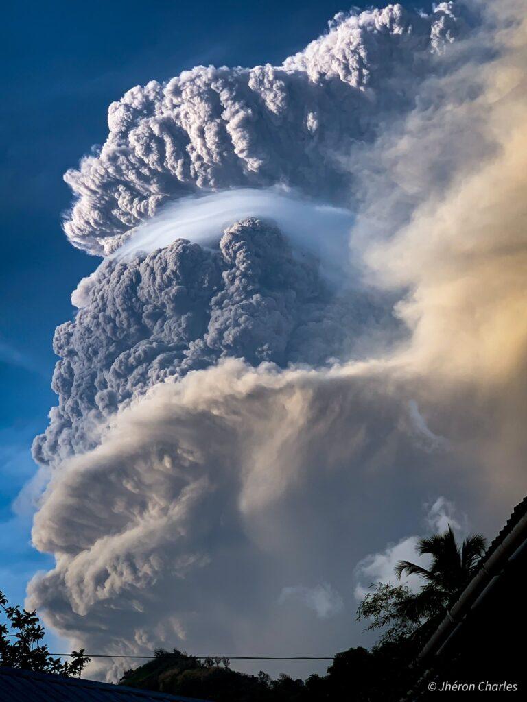 Ισχυρή έκρηξη του ηφαιστείου La Soufriere στον Άγιο Βικέντιο.
