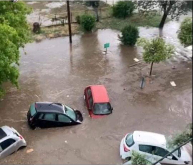 Θεσσαλονίκη: Παρασύρθηκε όχημα από χείμαρρο- νεκρός ο οδηγός