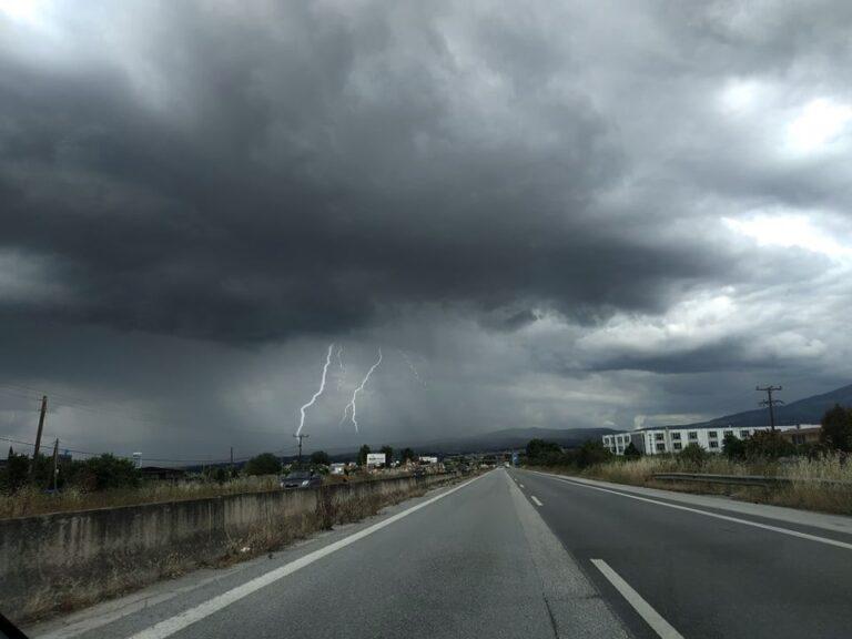 Χαλκιδική: Σφοδρές βροχοπτώσεις από τις επόμενες ώρες μέχρι ξημερώματα Σαββάτου.